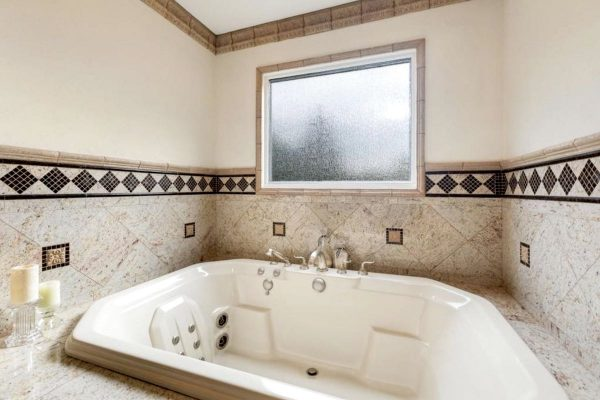 Cinemoves-Movie-Ranch-Walker-Estate-Master-Bathroom-bath